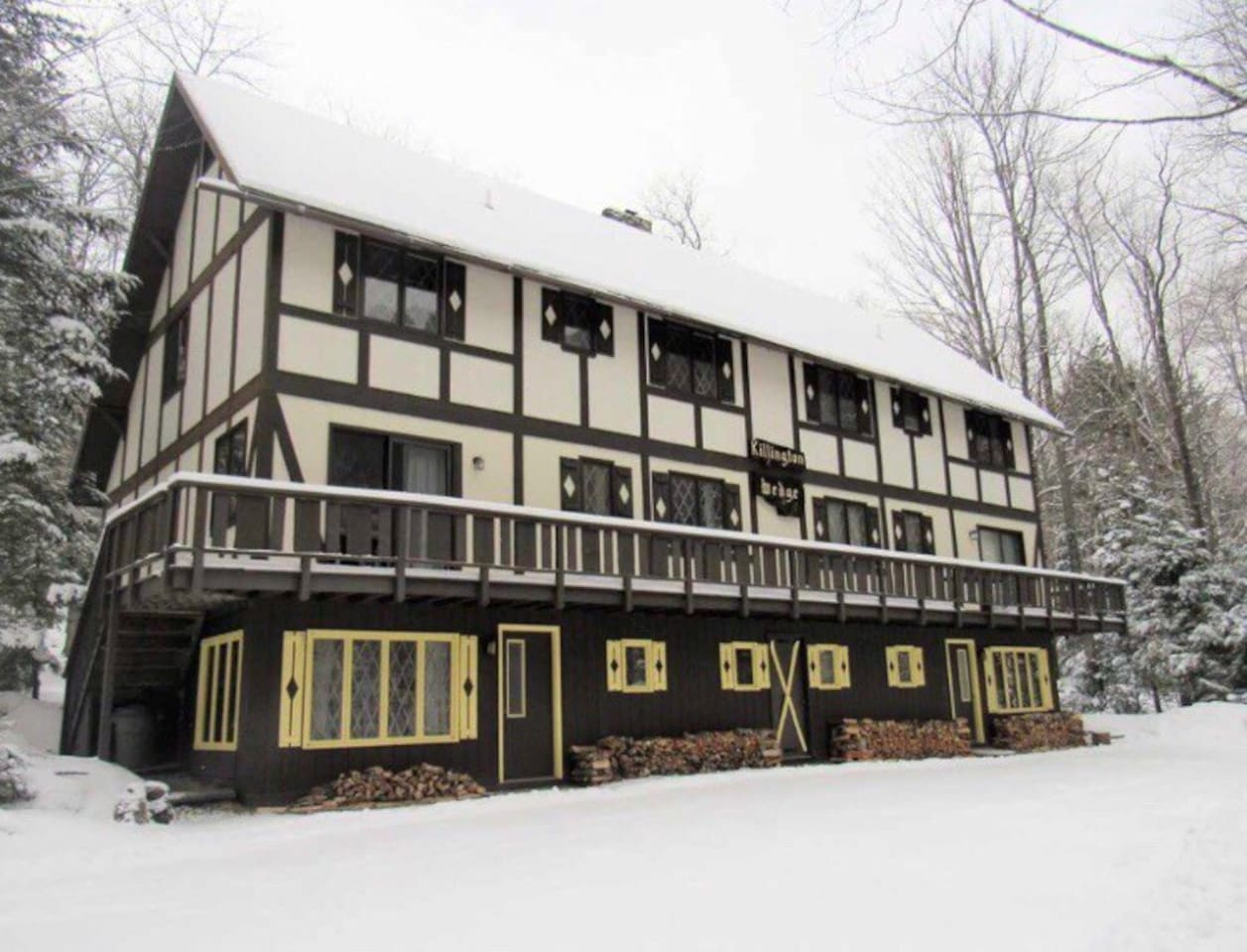 Welcome to Killington's Brookside Manor. The Canyons Unit is the lower right entrance.