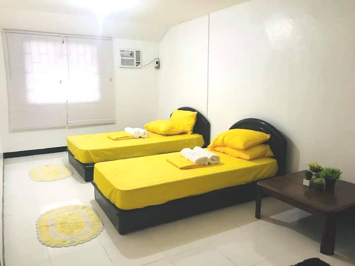 DecaClark TownHouse | 5-7 mins to Clark Airport PH