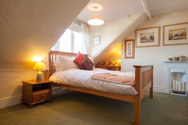 Comfortable, convenient . And a kind hostess! - Kettering - Bed & Breakfast