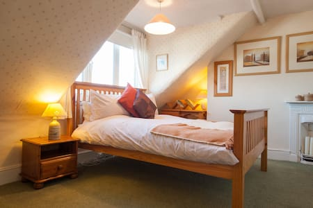 Comfortable, convenient . And a kind hostess! - Kettering - B&B