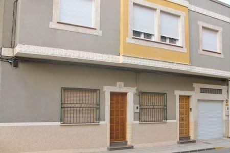 """Casa en Jumilla. """"Bodegas y Vinos"""" - Jumilla - Dom"""