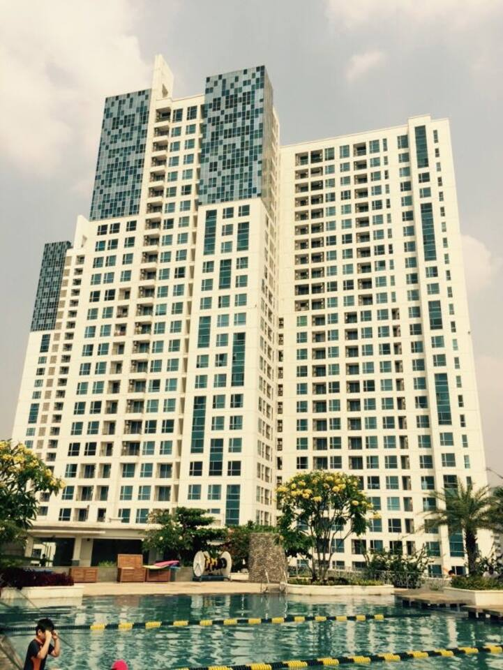 Apartment view to Swimming Pool with access to Mall Kasablanka.