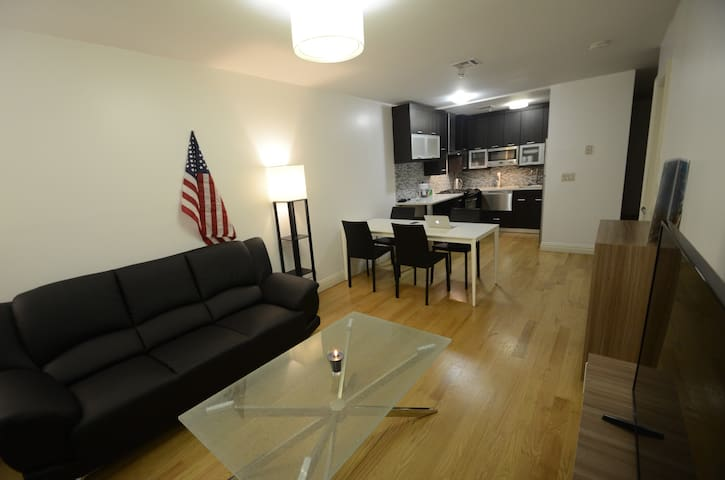 Modern & spacious 1BR on Manhattan, A & 1 lines - New York - Lägenhet