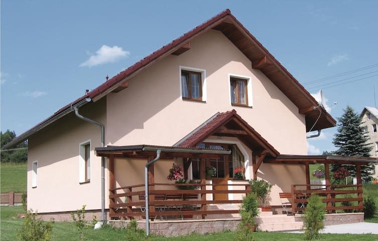 Holiday cottage with 3 bedrooms on 135 m² in Sindelova