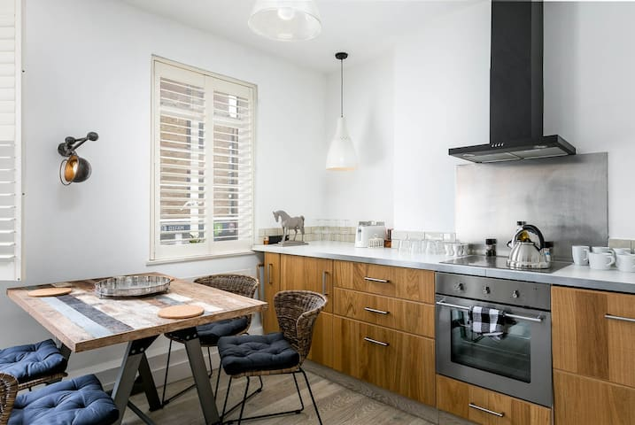 House with 2 bedroom in Goodge Street 5, London