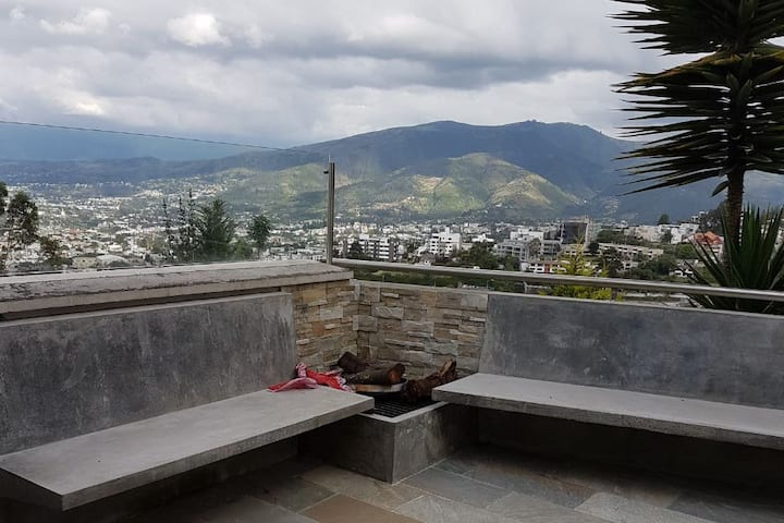 Beautiful room in Cumbaya/Preciosa Habitacion