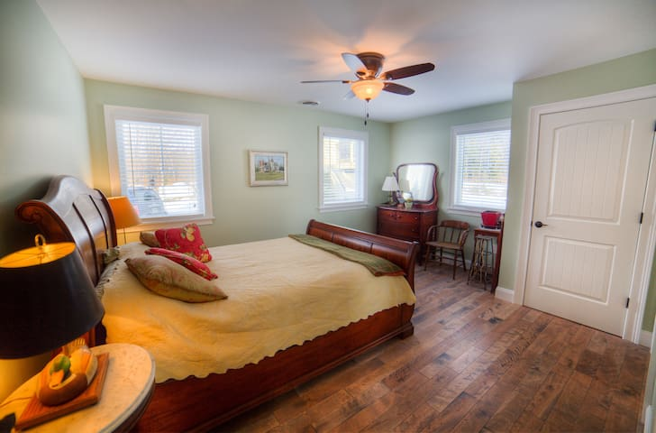 Tinkham Hill Farm Bedroom #2 - Hartland - Casa