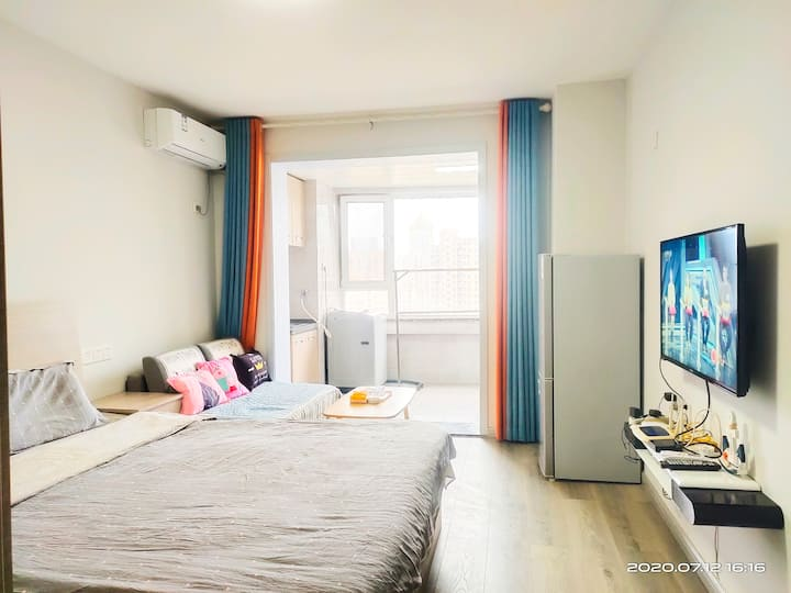 金蜗城宿+韩乐坊+威海+ 灰色调1.8*2米大床+1.5*2米沙发床+海水浴场+超级市场+华夏海洋馆