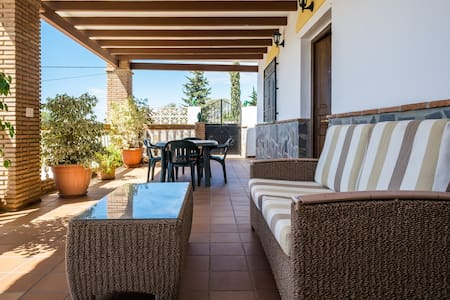 Quiet villa with pool and sea views - Nerja