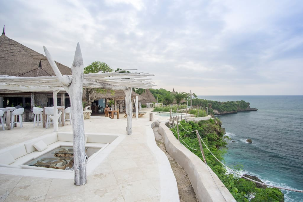 Our new cliff-top restaurant features a wrap around deck, a jacuzzi terrace to enjoy the sunset and amazing ocean views. It's a common area for all our guests.