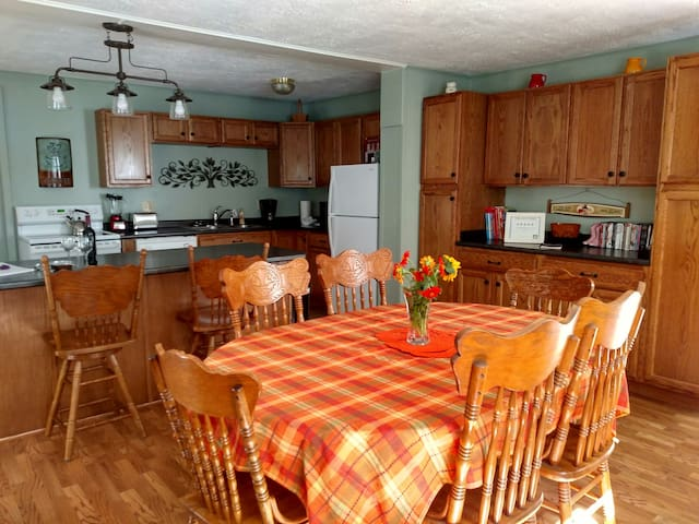 Private Cottage with Hot Tub  Family Friendly Area - Waynesville