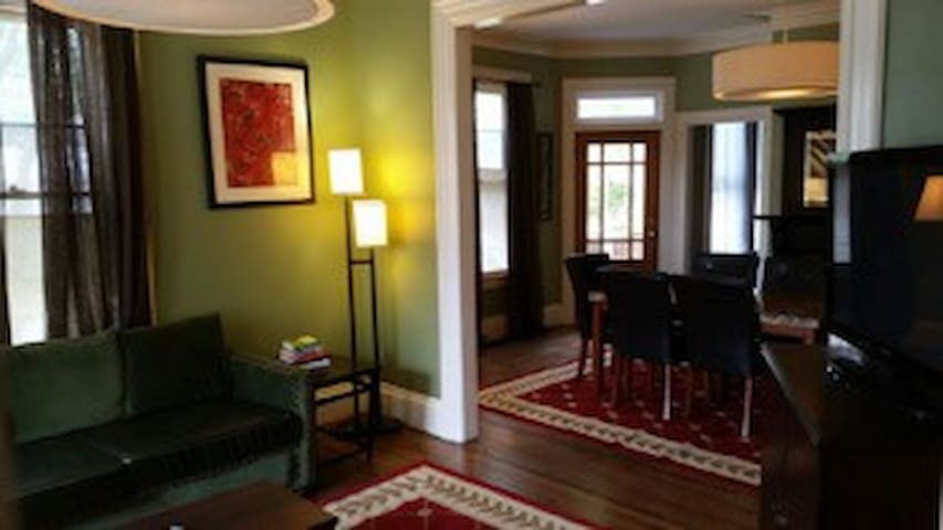 A large Home for the entire family of Broadway - Providence - Appartement en résidence