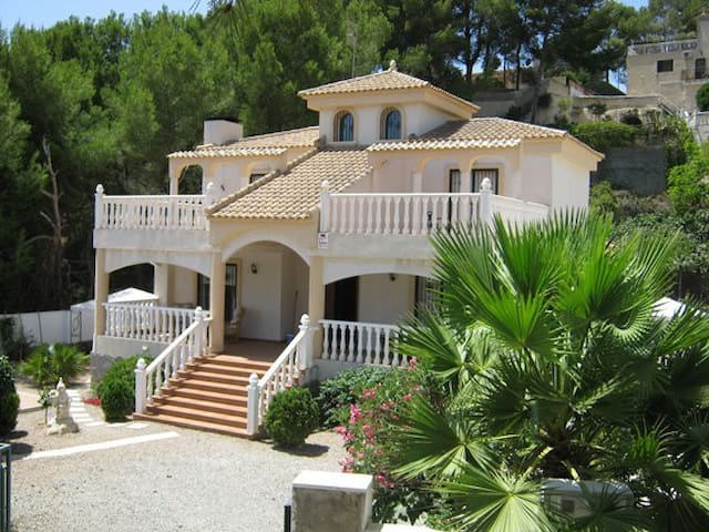 Luxury Villa with private pool - Pinar de Campoverde