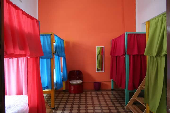 Sukha Hostel - Habitación compartida para 8 personas