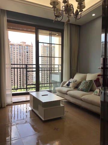 路桥商海南街高档公寓 首次出租 全新全套家电 拎包入住 位置优越 隐私安全