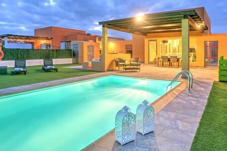 Villa Vista Golf, Mar, Heated Pool, Wifi, BBQ.