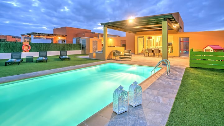 Villa Vista Golf, Mar, Heated Pool, Wifi, BBQ.