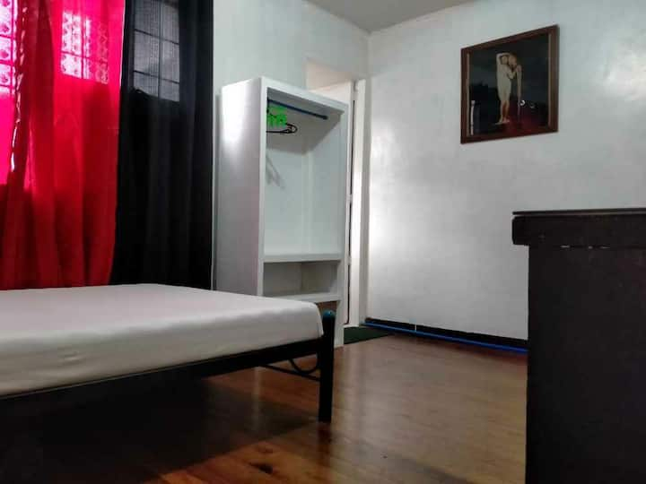 Low cost Private room  sampaloc  for travellers