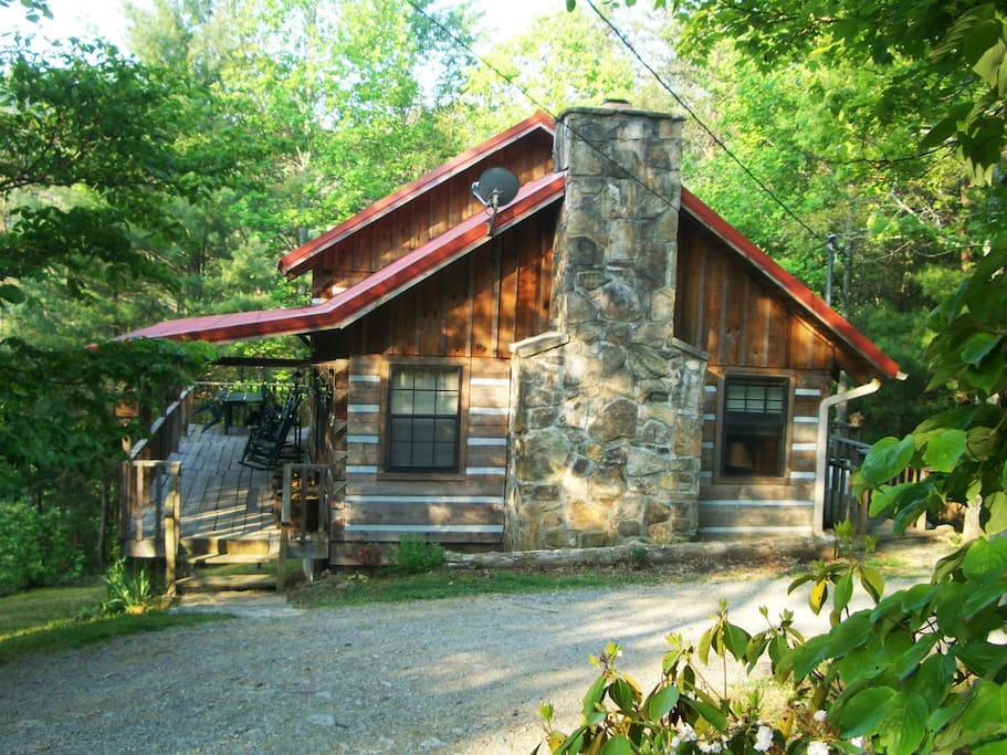 R and r retreat cozy log cabin cabins for rent in for Log cabin retreat