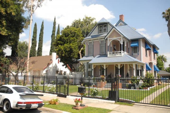 Victorian - travel back in time - Riverside - House