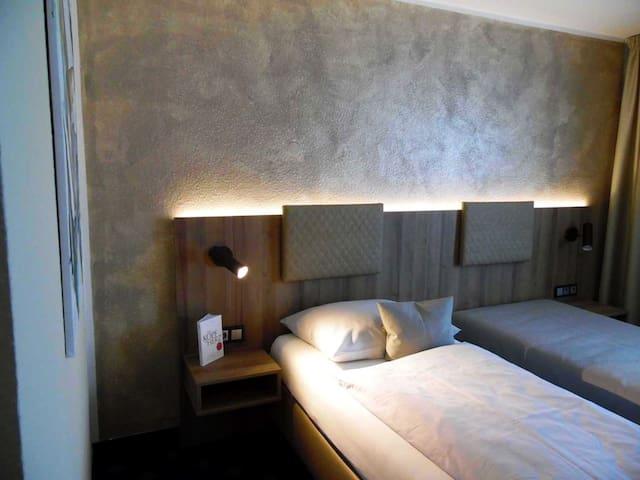 Hotel Arcis, (Gomaringen), Einzelzimmer mit Dusche und WC