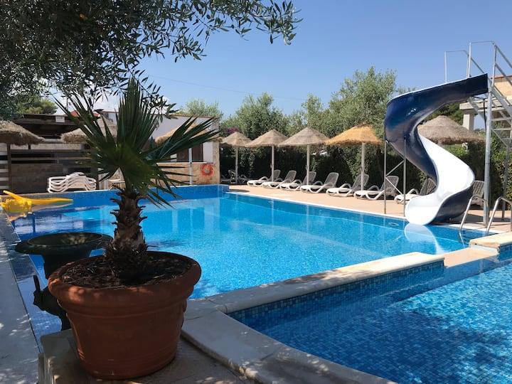Appartamento con 2 bagni in residence con piscina