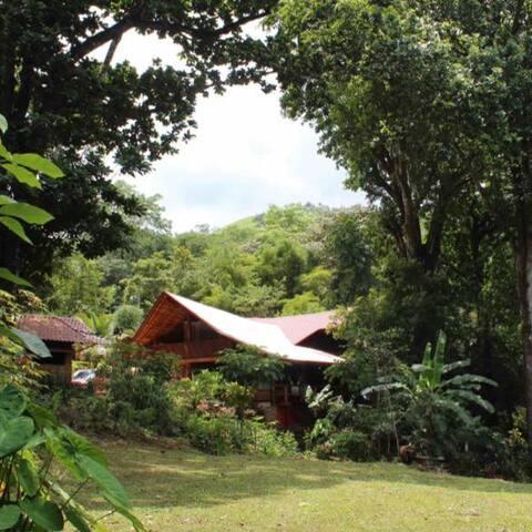 Turrubares Lodge - Casa Preciosa