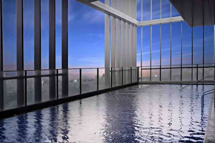 曼谷CBD豪华公寓,sky pool顶楼无边际泳池,7mins to BTS PhromPhong站