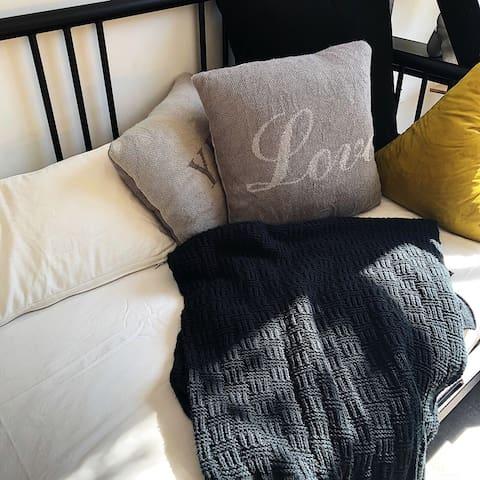 「王小男的家1 loft家」地鐵口上的陽光房,陽光、親子、大空間、舒適的家居和柔軟的寢具-家的樣子