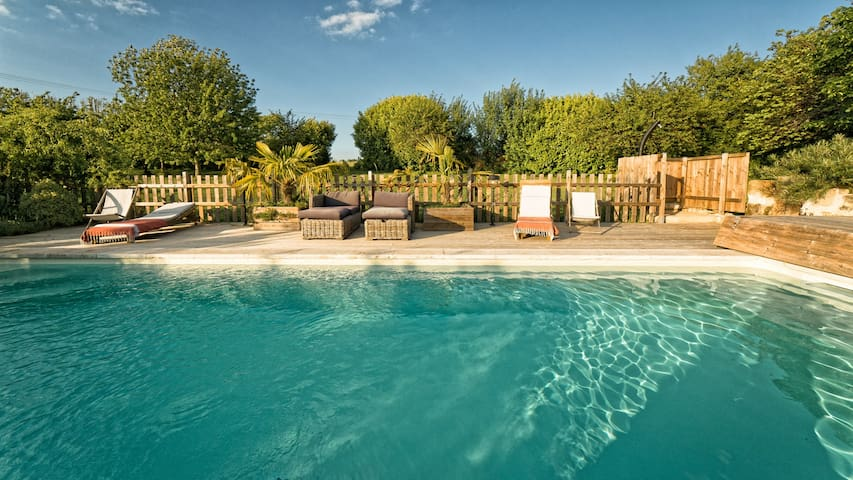 Stone house - heated pool June / September - Saint-Jean-de-Blaignac - Huis