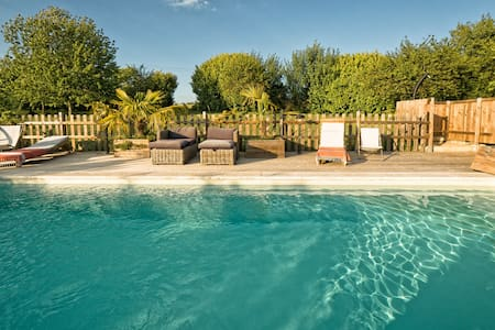 Stone house - heated pool now open ! - Casa