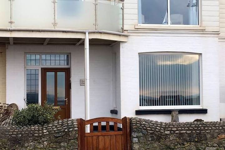Perfect base on the Sea front in East Devon