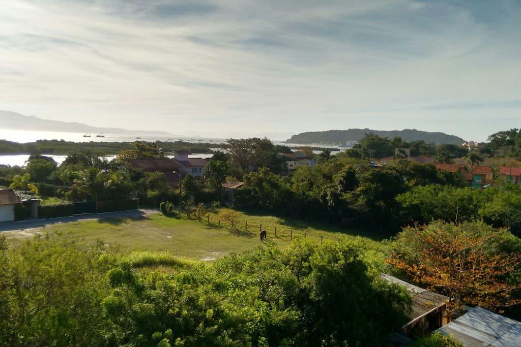 Vista parcial da Lagoinha e Praia ao Fundo.