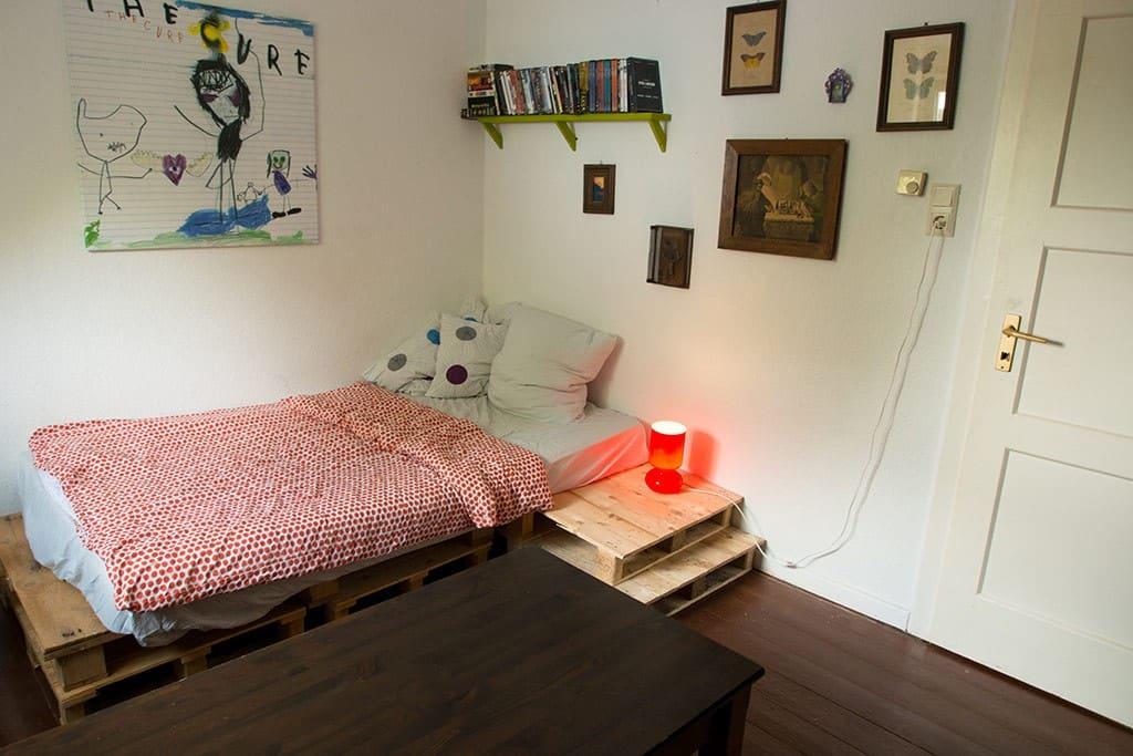 gem tliches zimmer in herdecke nahe dortmund h user zur miete in herdecke nordrhein. Black Bedroom Furniture Sets. Home Design Ideas