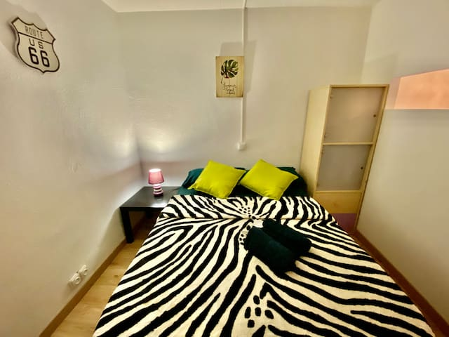 *Cozy Room Near Parc Guell- 10 Min Walk