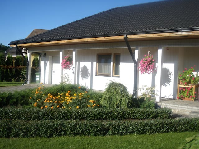 Cat Garden Guest House1 free Riga Airport transfer - ริกา