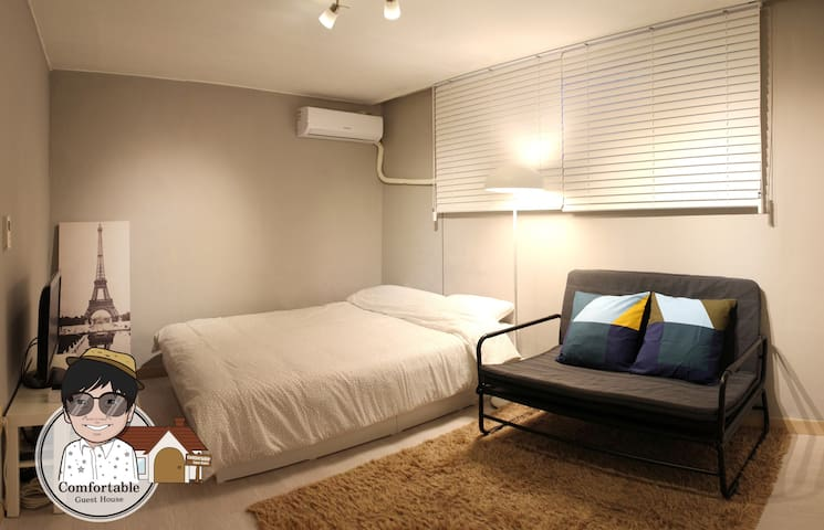Signature in HONGDAE[2ROOM&3BED&3minute&free wifi]
