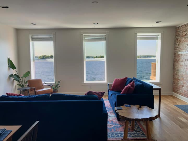 2BR Waterfront Penthouse in Downtown Clayton