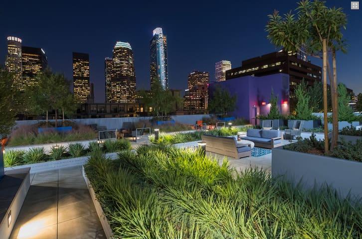 Downtown LA Luxury Apartment w/ BEST LOCATION DTLA