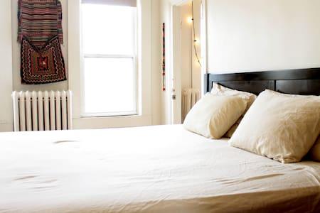 Bright Top-Floor Suite in Park Slope - Brooklyn - Apartment
