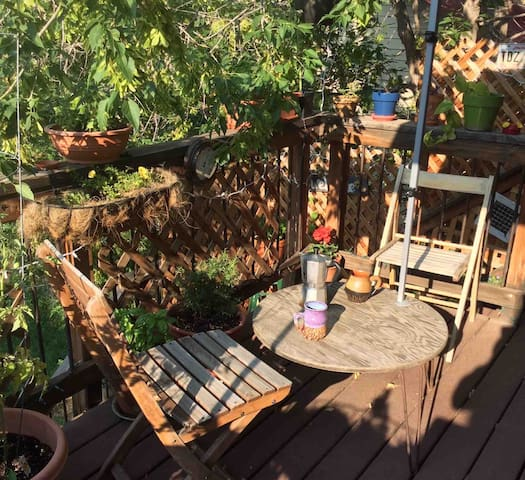 Charming, Sunny Home w/ Porch, 20min to Boulder