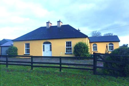 Family-Friendly Country Home Room 2 of 3 listings - Limerick - Hus