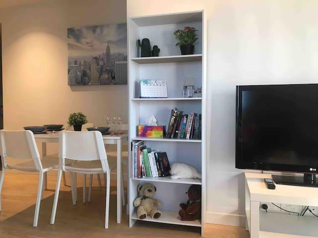 Melbourne CBD L&A Lighthouse apartment