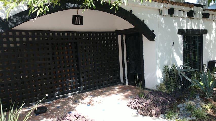 HOTEL Hacienda Antigua   4 HUESPEDES