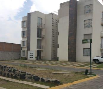 Comparto Dpto. Amueblado > - Cuautlancingo  - Lägenhet