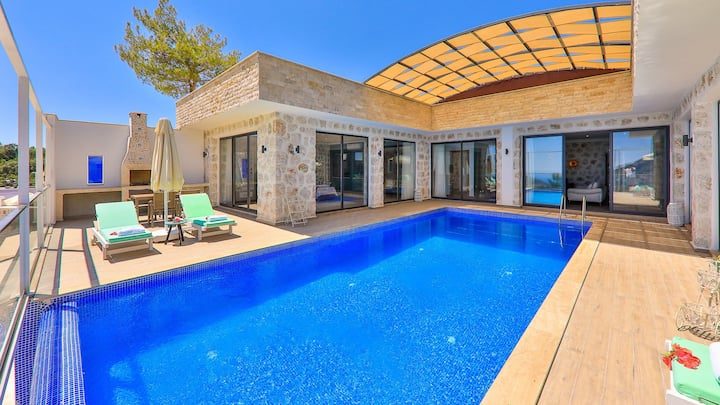 Secluded Villa, Indoor & Outdoor pools, Sauna