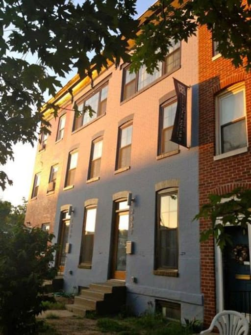 Newly renovated rowhome on a wonderful block!