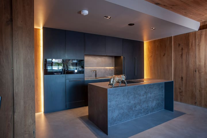 Modern 2 bedroom apartment in the city
