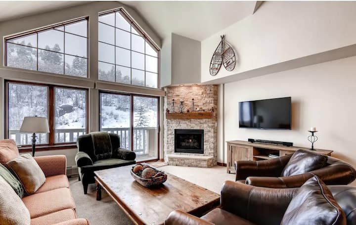 Luxe Ski Condo Steps From The Lift