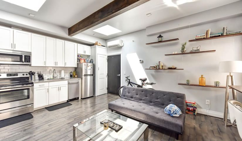 Truxton Rowhouse - Private Room in a 2BR Apt